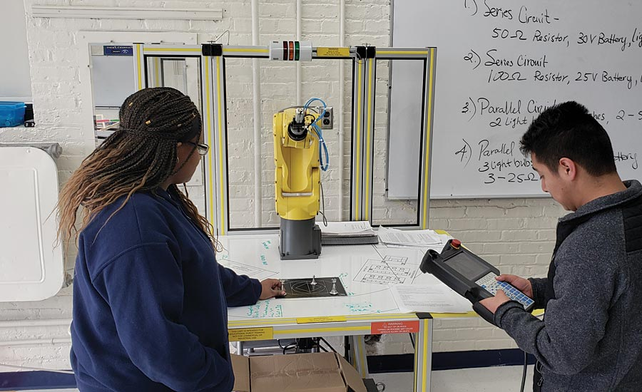 High School students learning in robotic lab